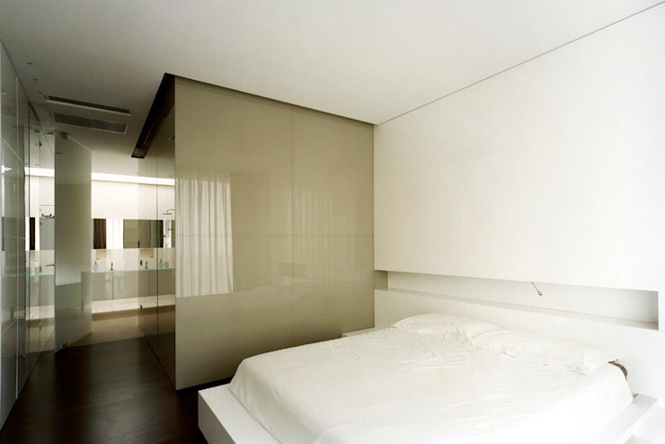 Modern style bedroom by Massimo Zanelli architetto Modern