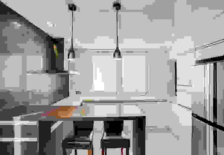 Modern kitchen by DK architektura wnętrz Modern