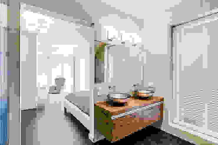 Bathroom by DK architektura wnętrz, Modern