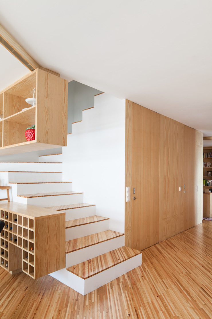 SilverWoodHouse Modern corridor, hallway & stairs by Joao Morgado - Architectural Photography Modern