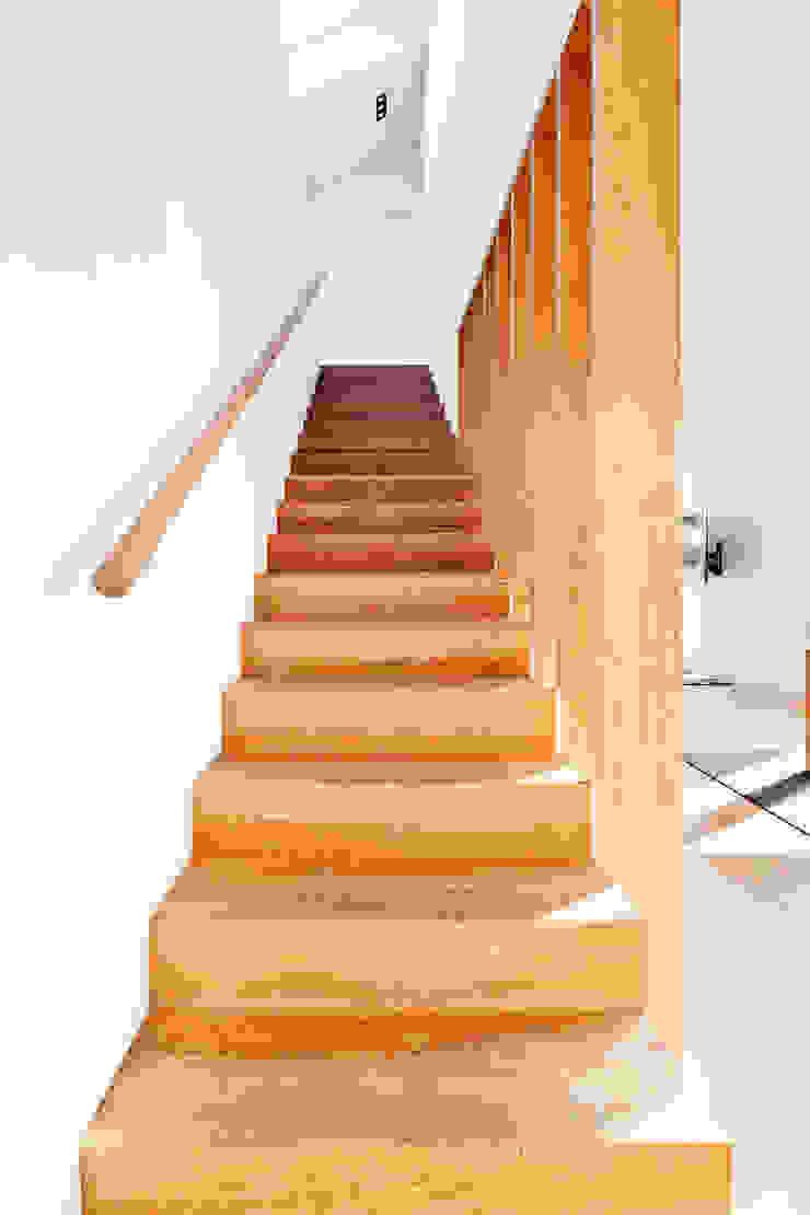 Corneille Uedingslohmann Architekten Rustic style corridor, hallway & stairs