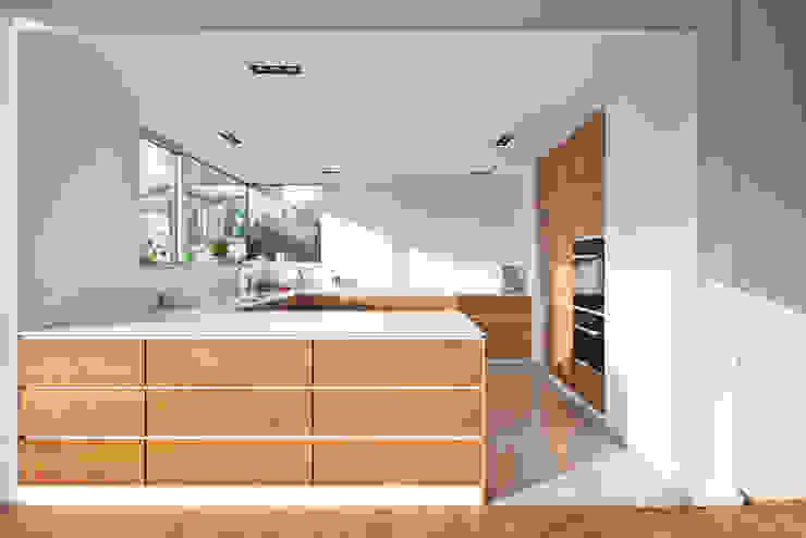 モダンな キッチン の Corneille Uedingslohmann Architekten モダン