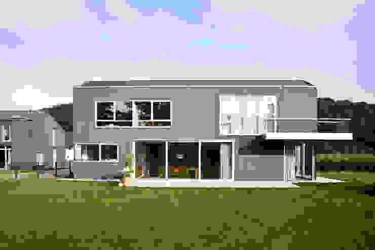 モダンな 家 の Corneille Uedingslohmann Architekten モダン