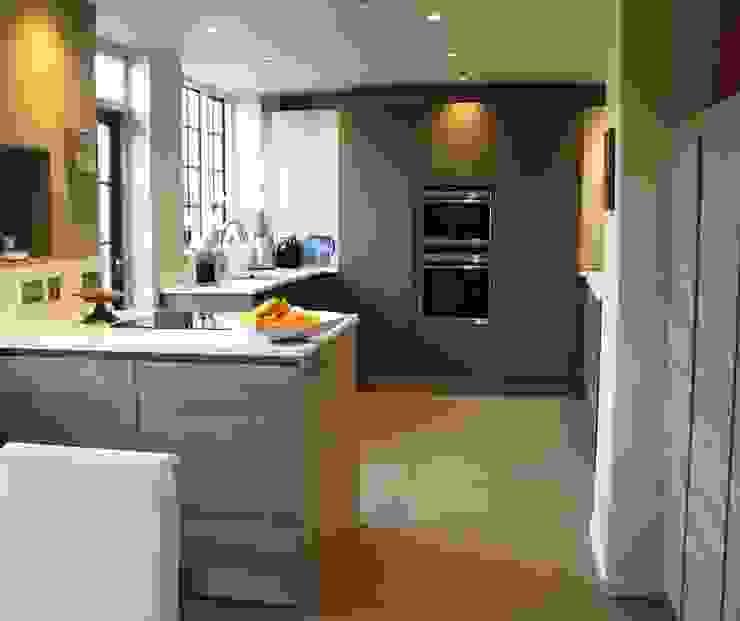 STONE OAK/FANGO Classic style kitchen by Schmidt Wimbledon Classic