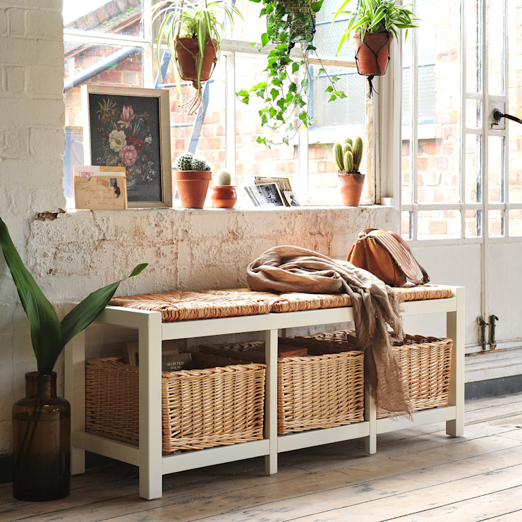 Farmhouse Ivory Wicker Storage Seat The Cotswold Company Vestíbulos, pasillos y escalerasAlmacenamiento