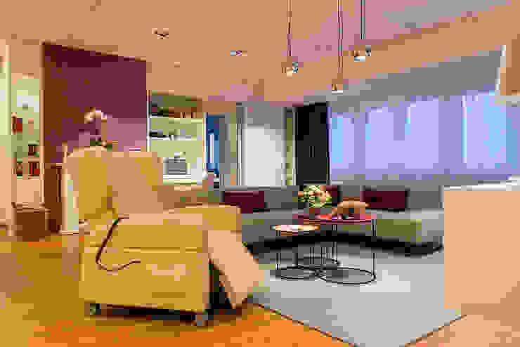 Barrierefreies Wohnen Moderne Wohnzimmer von AAB Die Raumkultur GmbH & Co. KG Modern