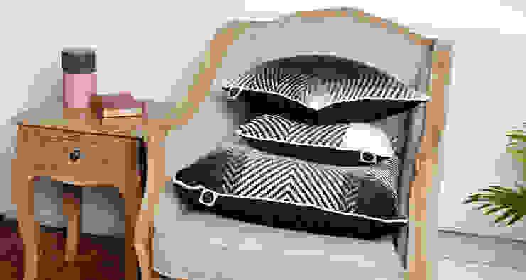 Cushion set on the chair.: modern  by WLE London, Modern