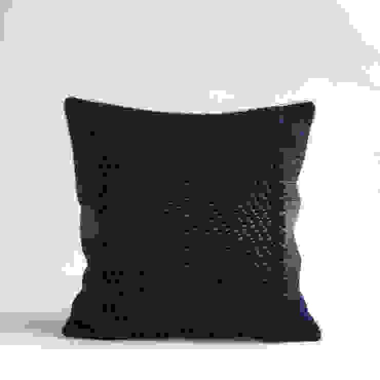 40x40 Center twill cushion: modern  by WLE London, Modern