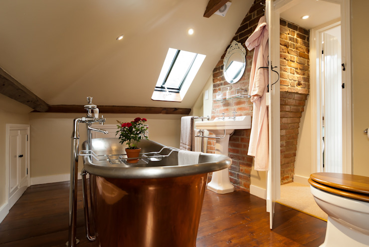 Copper Bath 러스틱스타일 욕실 by A1 Lofts and Extensions 러스틱 (Rustic)