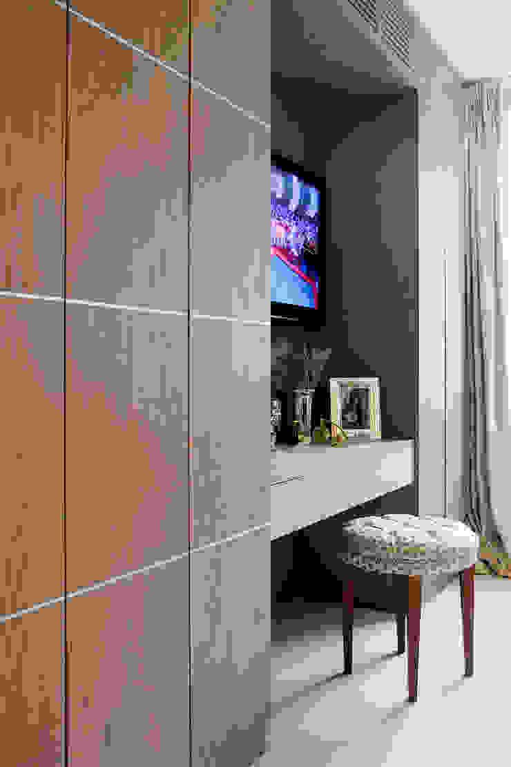 Master Dressing Table & Fitted Wardrobe Kamar Tidur Modern Oleh RBD Architecture & Interiors Modern