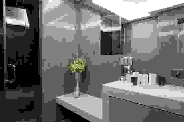 Changing Room & Shower Kamar Mandi Modern Oleh RBD Architecture & Interiors Modern