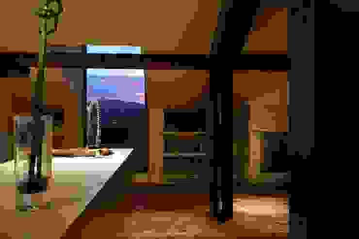 Modern kitchen by studio lenzi e associati Modern