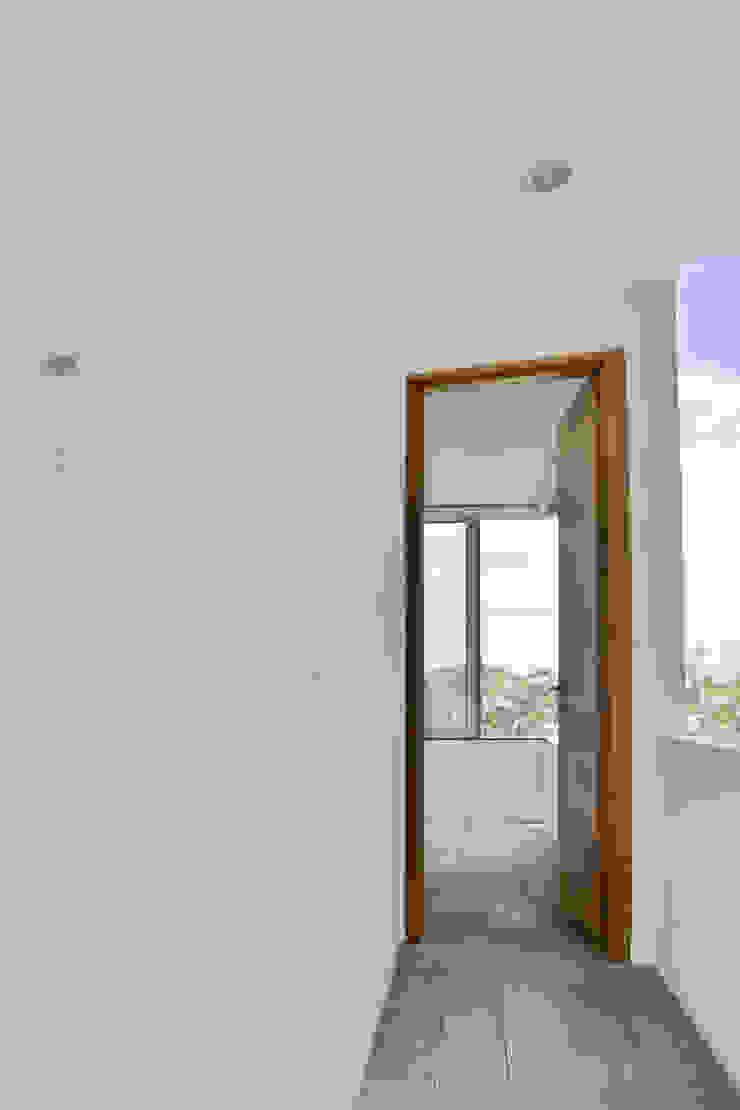 Casa en el Cielo Pasillos, vestíbulos y escaleras modernos de Villar Watty Arquitectos Moderno