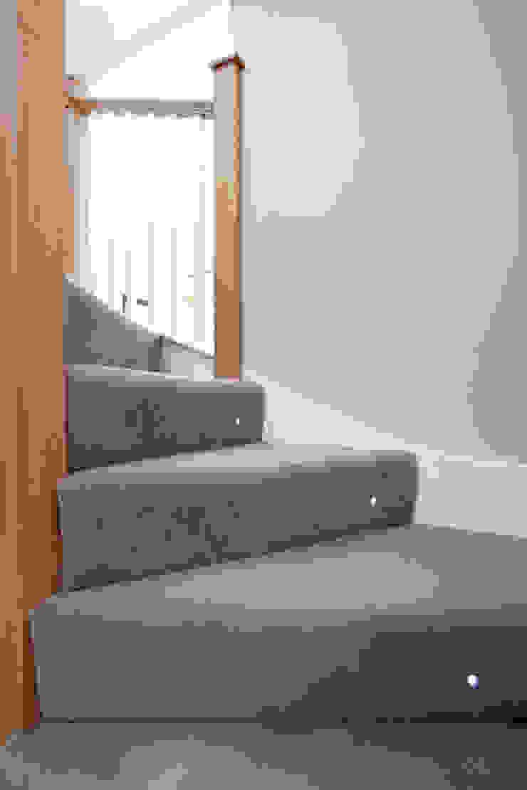 Carpet stairs with spot light A1 Lofts and Extensions บันได โถงทางเดิน ระเบียงบันได