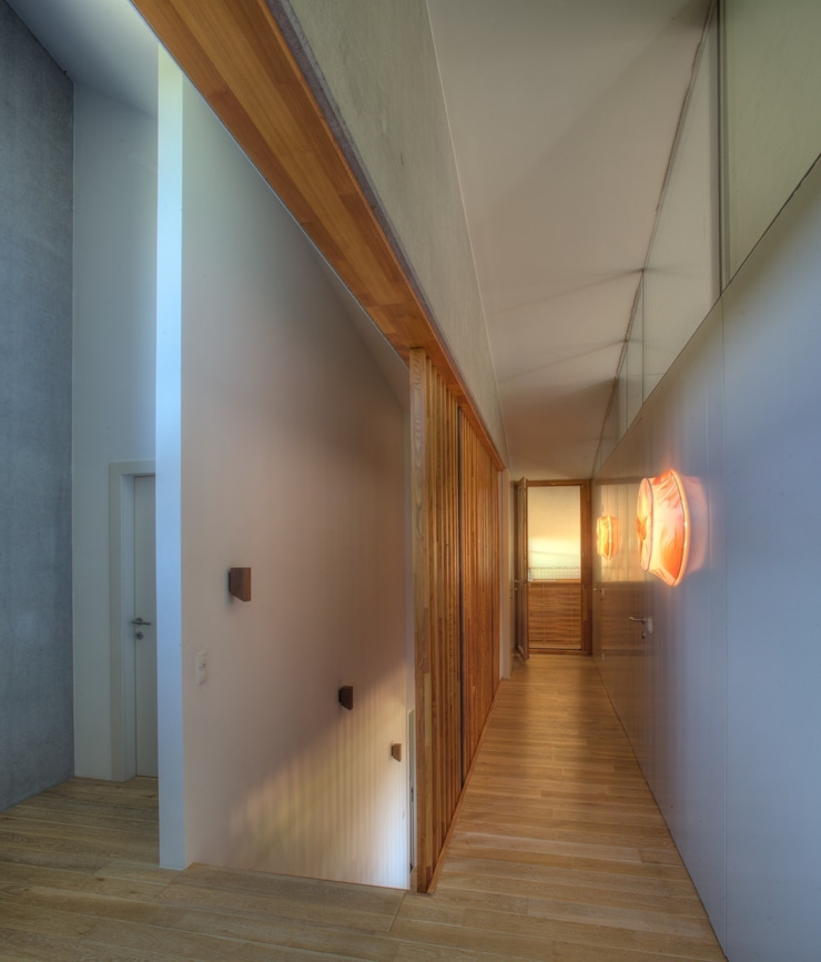 Country style corridor, hallway& stairs by kleboth lindinger dollnig Country