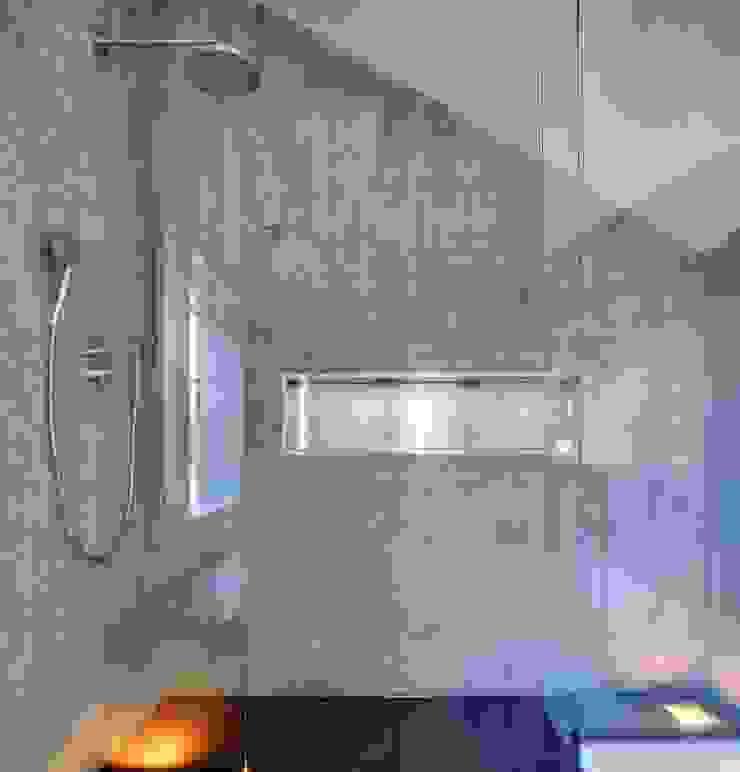 Minimalist bathroom by kleboth lindinger dollnig Minimalist