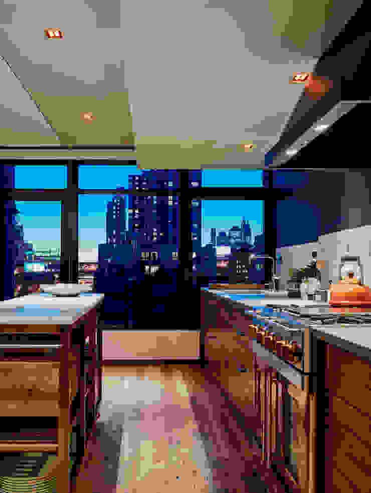 Vinegar Hill Apartment Кухня в стиле модерн от General Assembly Модерн