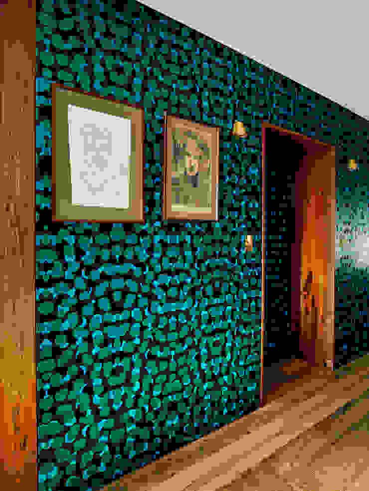 Vinegar Hill Apartment Коридор, прихожая и лестница в модерн стиле от General Assembly Модерн