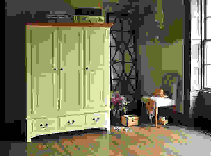 Westbury Painted Cream Triple Wardrobe Schlafzimmer im Landhausstil von The Cotswold Company Landhaus
