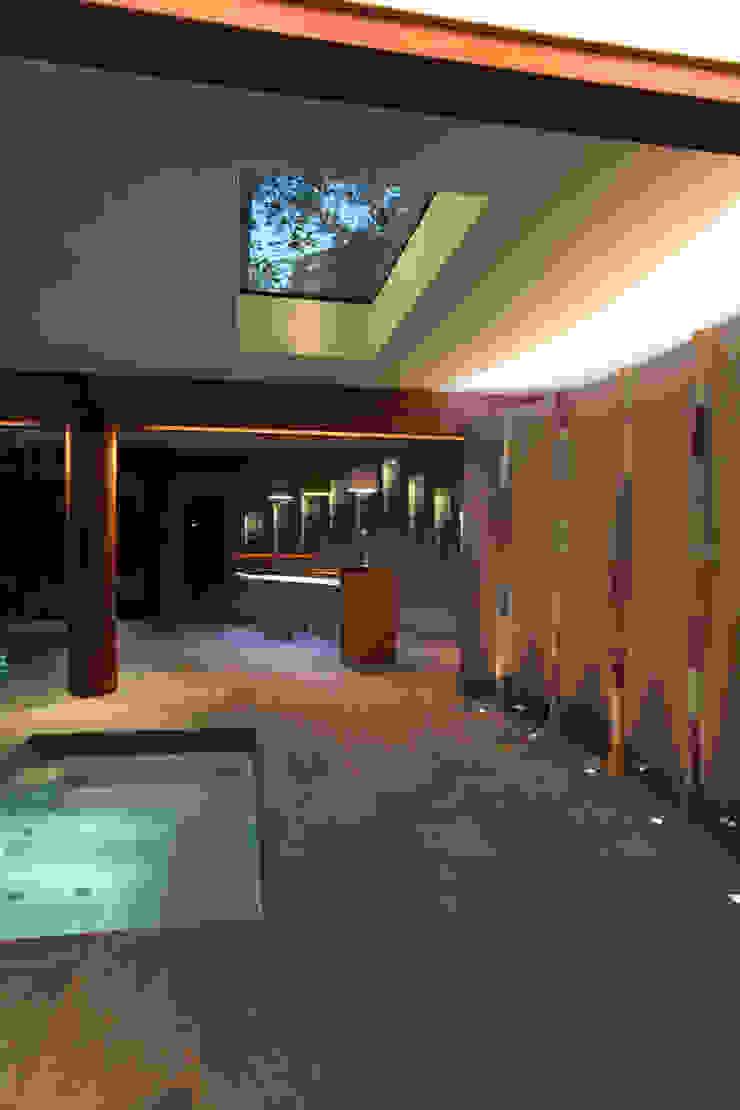 Cambridge Modern pool by Alex Zdankowicz Ceramics Modern