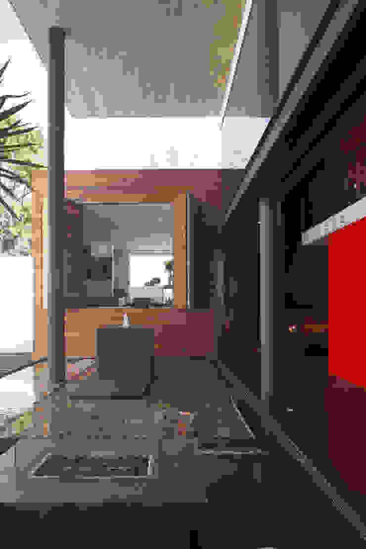 Casa Rinconda. Balcones y terrazas minimalistas de Echauri Morales Arquitectos Minimalista