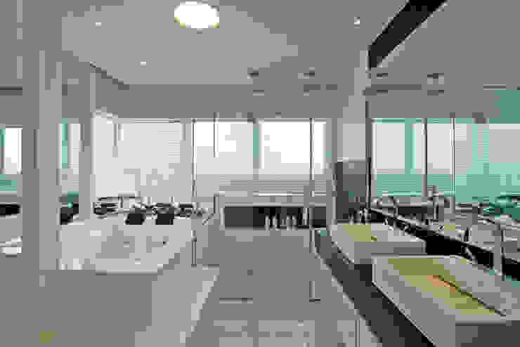 Retrofit Casa Swiss Park Campinas Designer de Interiores e Paisagista Iara Kílaris Banheiros modernos