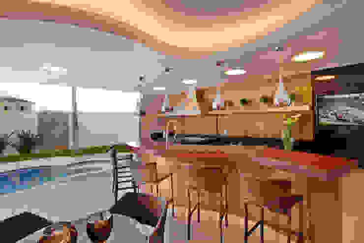 Modern Pool by Designer de Interiores e Paisagista Iara Kílaris Modern