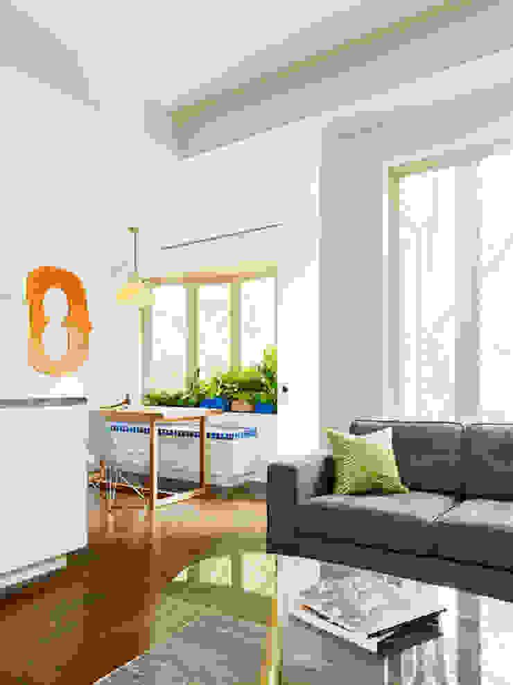 Sharon Street Modern living room by General Assembly Modern