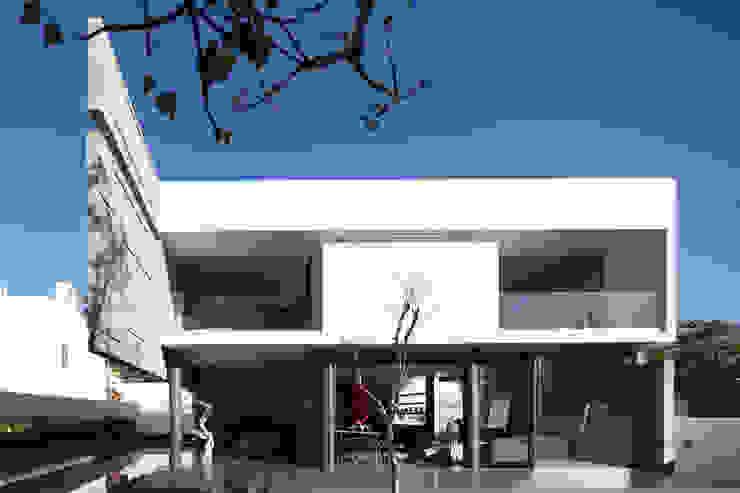 Minimalist house by Echauri Morales Arquitectos Minimalist