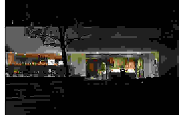 FACDE/1 モダンなレストラン の BaNANA OFFICE INC. モダン