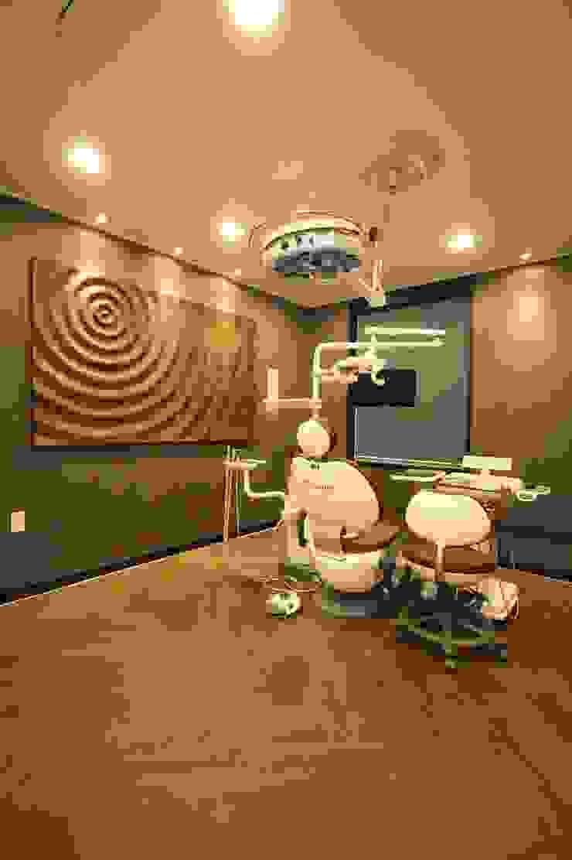 Hangroo Dental Clinic 3F 모던 스타일 병원 by (주)유이디자인 모던