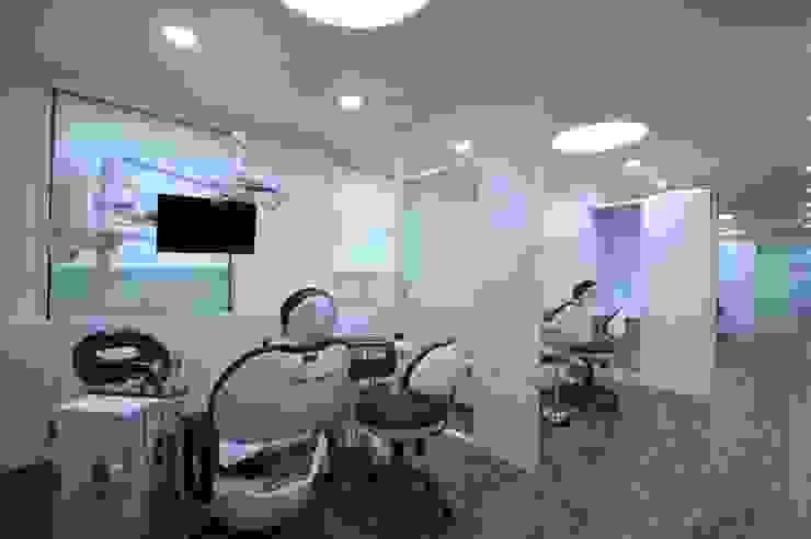 Hangroo Dental Clinic 4F 모던 스타일 병원 by (주)유이디자인 모던