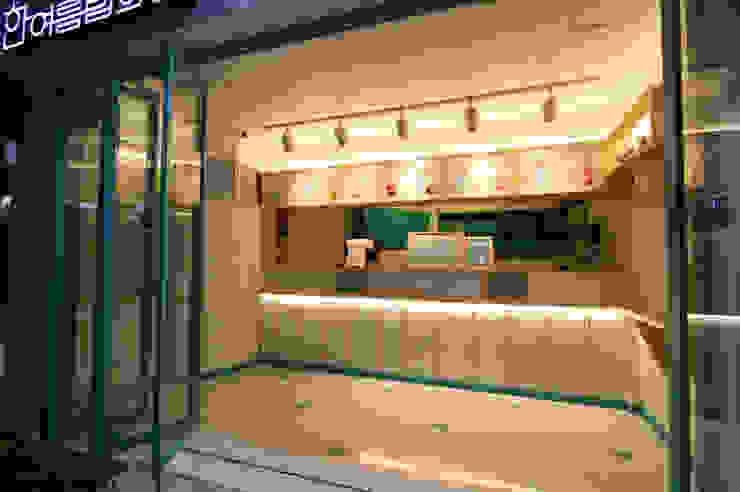 Moderne Ladenflächen von (주)유이디자인 Modern