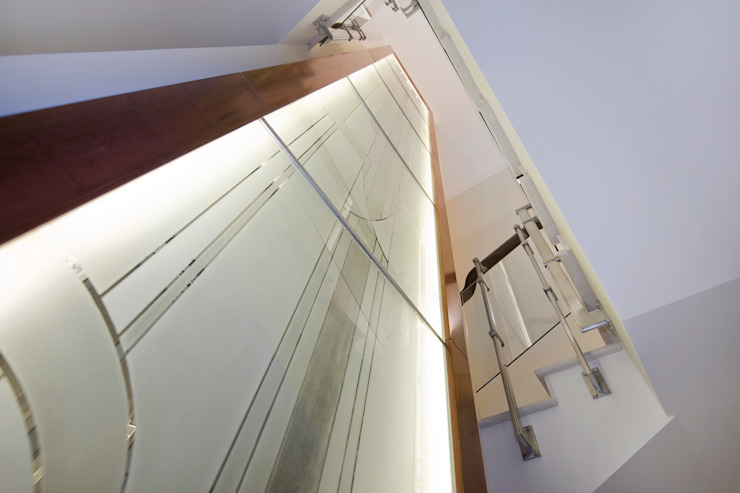 Шахта лифта Коридор, прихожая и лестница в классическом стиле от ItalProject Классический