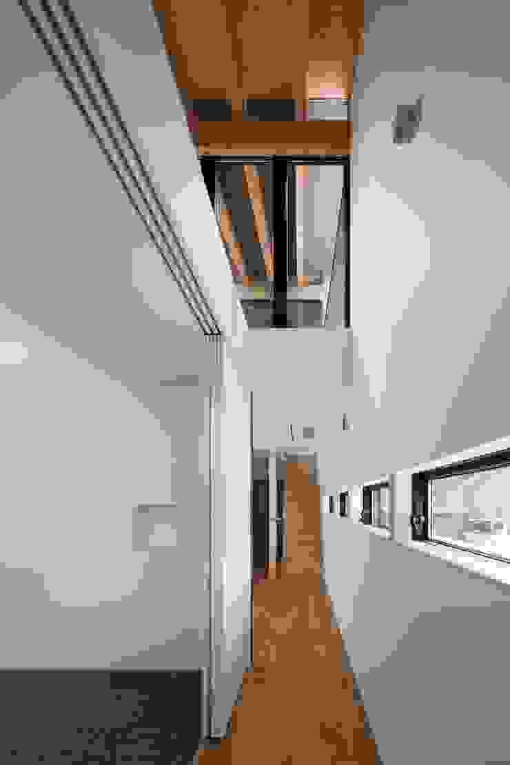 廊下 オリジナルスタイルの 玄関&廊下&階段 の 井上久実設計室 オリジナル