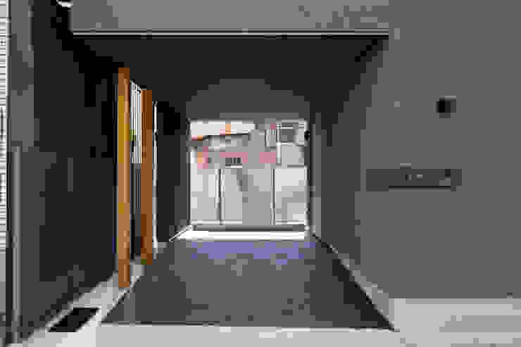 アプローチ オリジナルスタイルの 玄関&廊下&階段 の 井上久実設計室 オリジナル