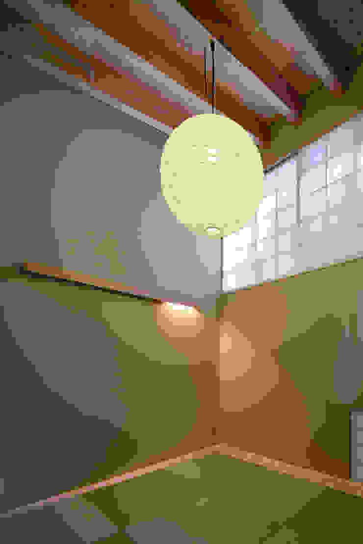 和室 オリジナルデザインの 多目的室 の 井上久実設計室 オリジナル