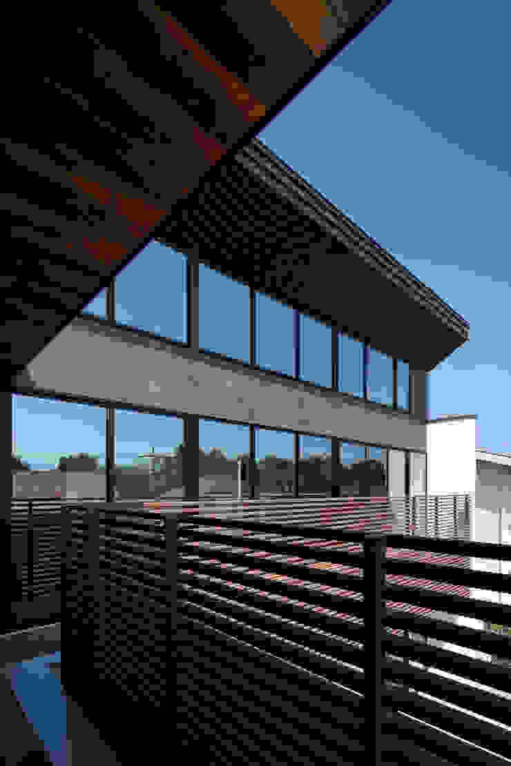 Balcon, Veranda & Terrasse originaux par 井上久実設計室 Éclectique