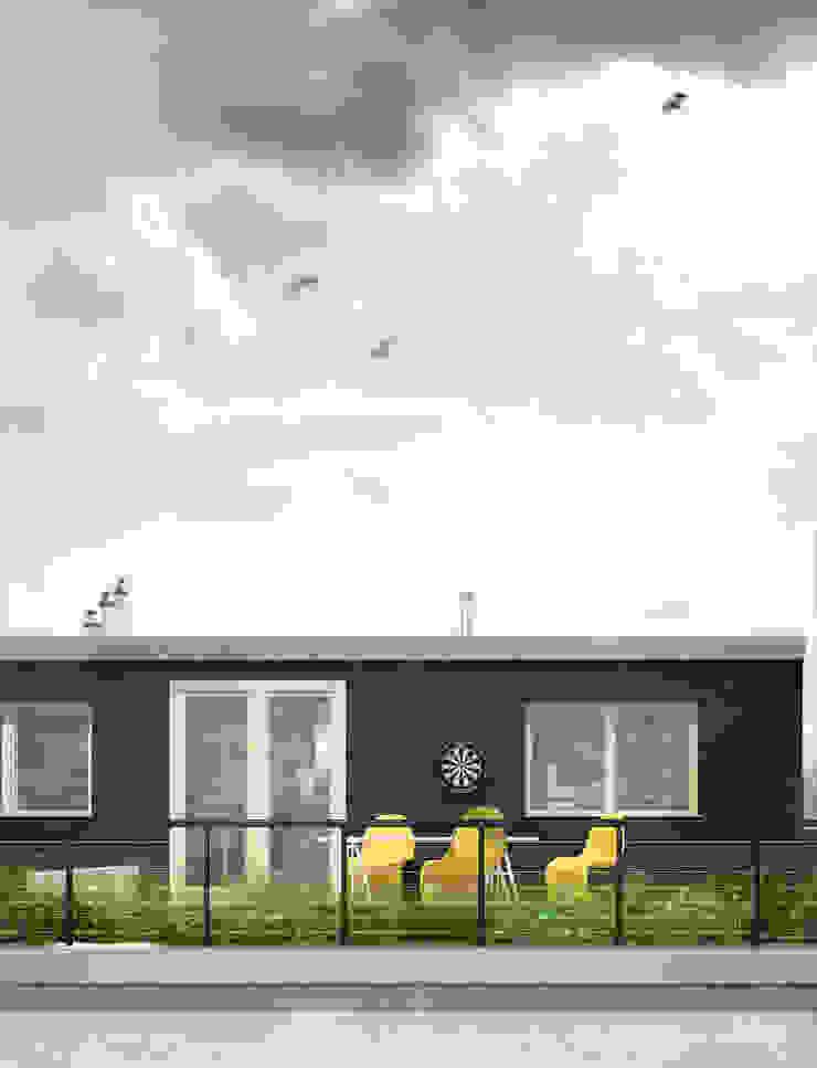 Projekt Wnętrza: Mieszkanie Młodego Architekta Skandynawski balkon, taras i weranda od Akuratnie Skandynawski
