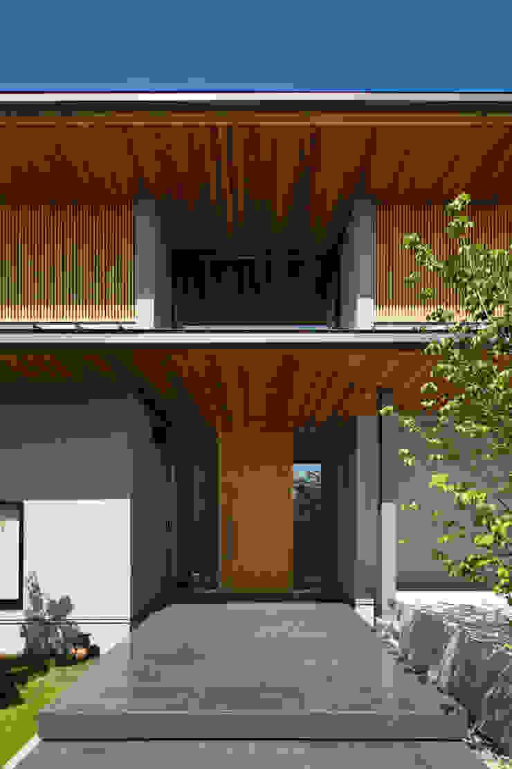 玄関 オリジナルデザインの 多目的室 の 井上久実設計室 オリジナル