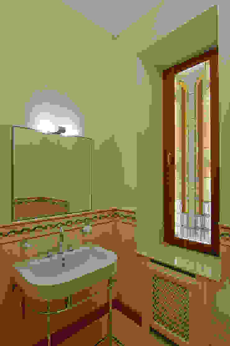 Гостевой санузел Ванная в классическом стиле от ItalProject Классический