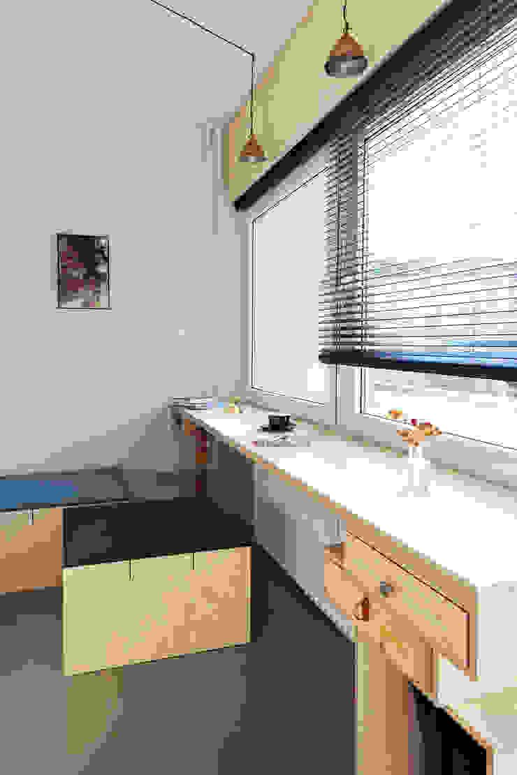 Window-desk โดย paola bagna ผสมผสาน
