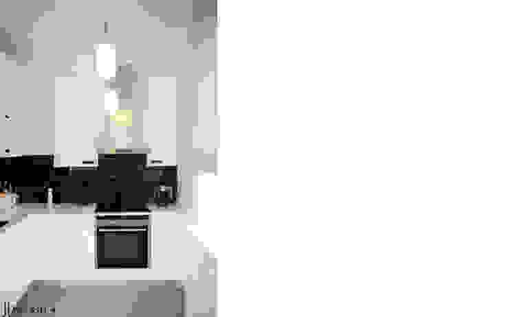 niewielkie mieszkanie w sercu Saskiej Kępy Skandynawska kuchnia od JJJASKOLA ARCHITEKCI Skandynawski