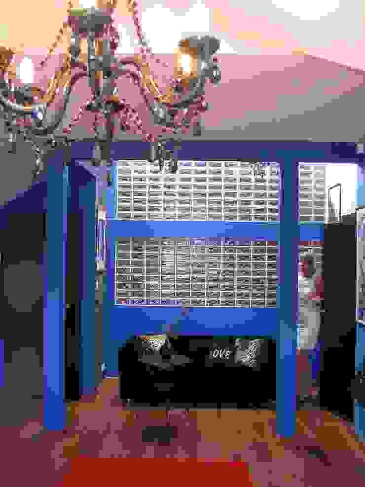 """""""Loft"""" de una adolescente Salones de estilo moderno de Agami Design Moderno"""