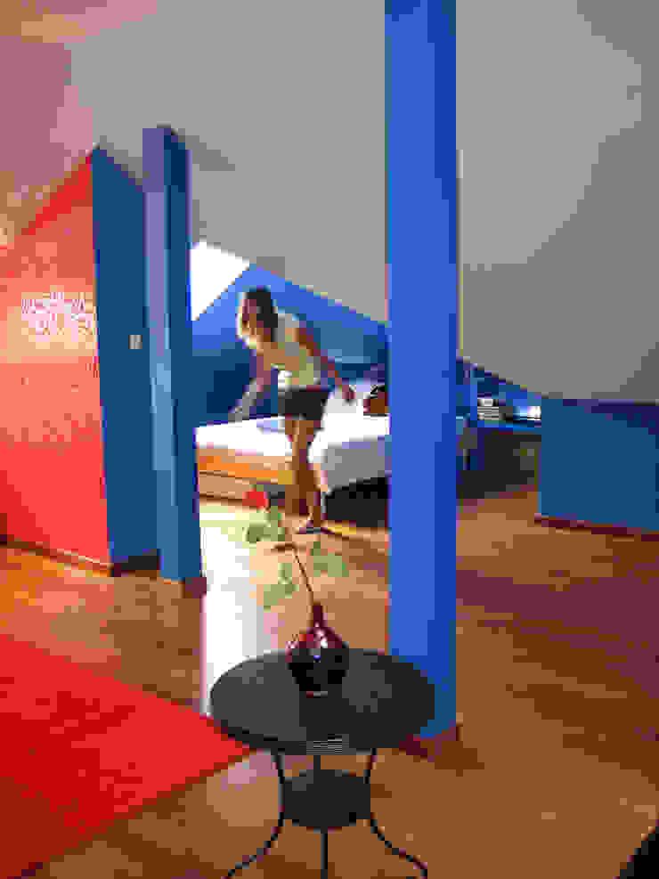 """""""Loft"""" de una adolescente Dormitorios de estilo moderno de Agami Design Moderno"""