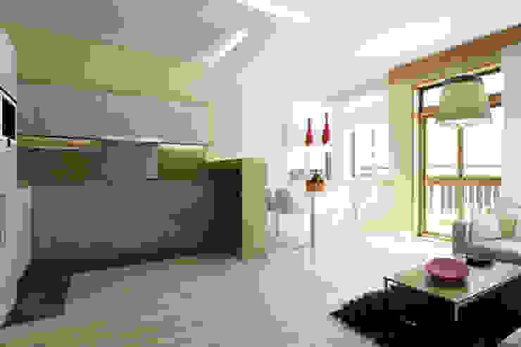 APARTAMENTO EN LA MONTAÑA Cocinas de estilo minimalista de Agami Design Minimalista