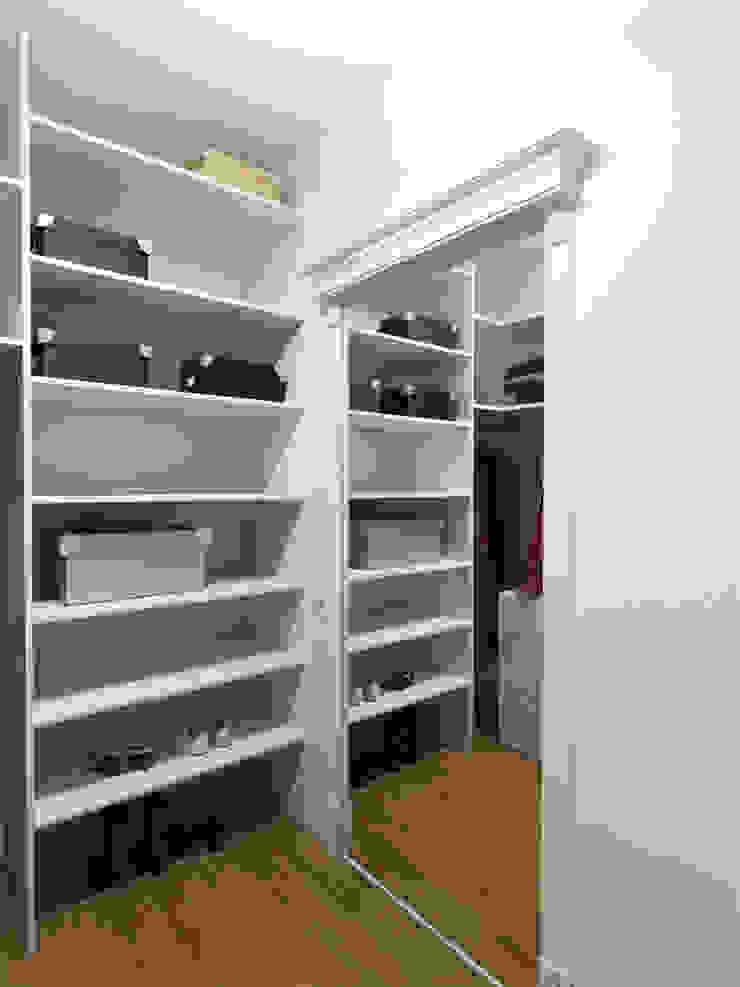 Квартира с акцентом Гардеробная в классическом стиле от Дизайн студия Александра Скирды ВЕРСАЛЬПРОЕКТ Классический