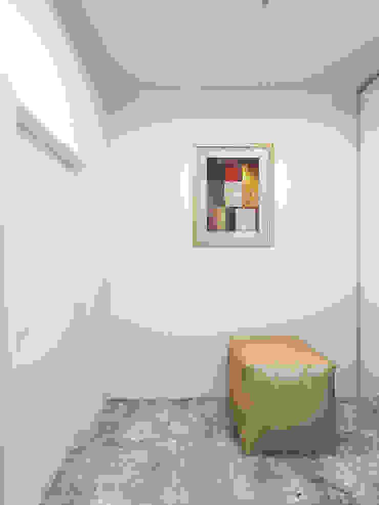 Чистота Коридор, прихожая и лестница в стиле минимализм от Дизайн студия Александра Скирды ВЕРСАЛЬПРОЕКТ Минимализм