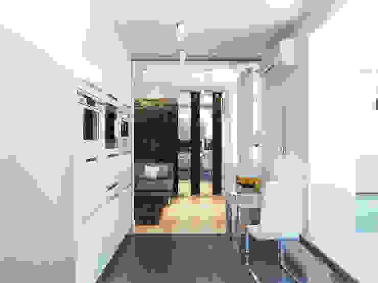 Трава Кухня в стиле лофт от Дизайн студия Александра Скирды ВЕРСАЛЬПРОЕКТ Лофт