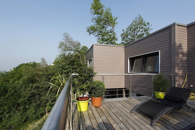 Modern balcony, veranda & terrace by Inside Home Concept Modern